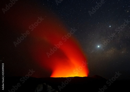 Erte Ale Volcano and Milky Way in Danakil Depression Tableau sur Toile