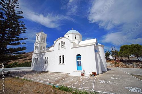 Fotografia  Typical church that meets around the island of Paros