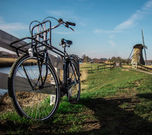 Tradition Hollandaise : Vélo Et Moulin à Vent