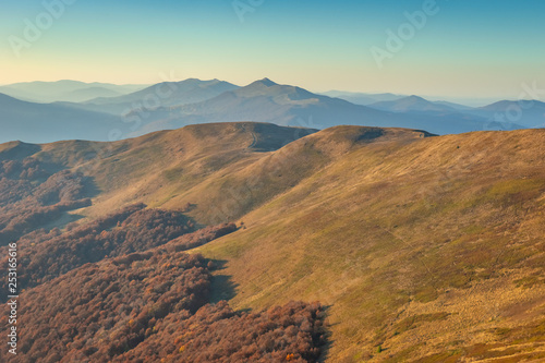 Obraz Bieszczady. Piękny krajobraz górski jesienią - fototapety do salonu