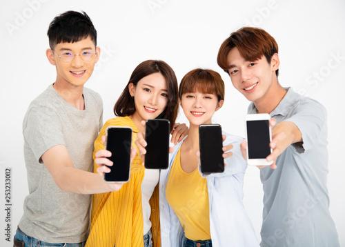 Fotografía  happy young student people showing smartphones