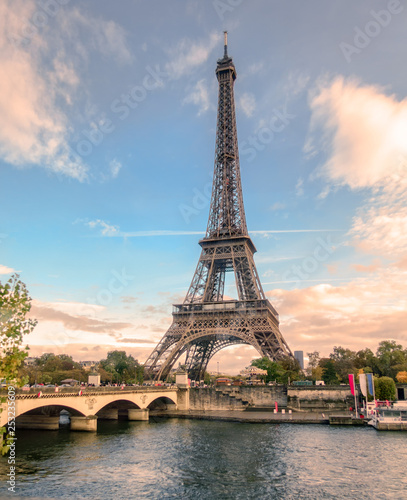 Beautiful eiffel tower on seine river