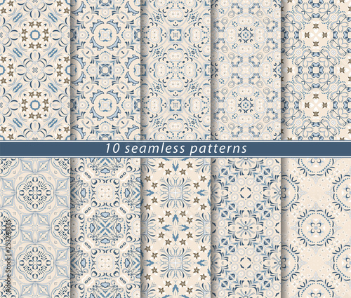 Poster Kunstmatig Seamless pattern in Arabic style. Ornaments of arabesques and ornate lines. Persian motifs for printing on fabric, paper or scrapbooking.