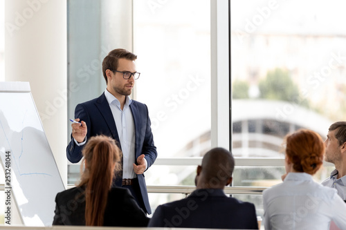 Pinturas sobre lienzo  Successful millennial businessman boss presenting new project to employees