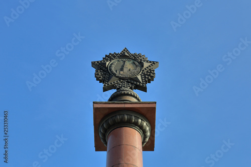 Fotografia  Triumphal stela on Victory Square in memory of the hostilities of the Russian army