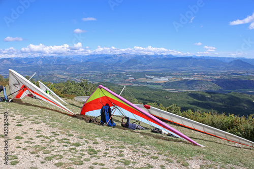 Fotografía  Hang gliders on the Chabre mountain, France