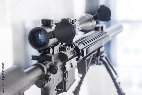 Fotografía  Sniper Rifle on Table