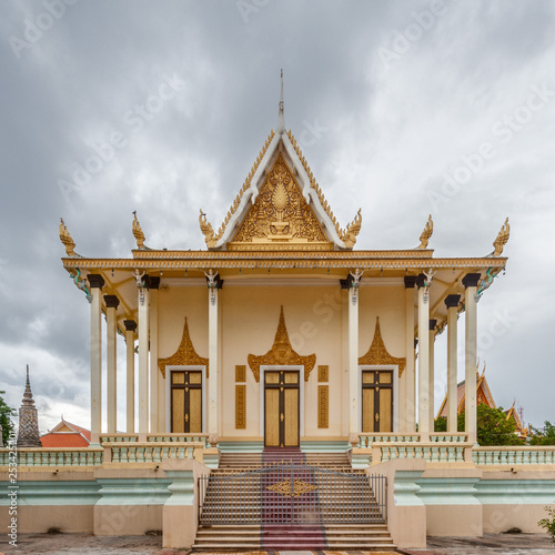 Fotografie, Obraz  Wat Botum Temple in Phnom Penh