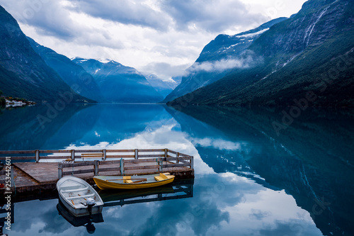 Foto op Plexiglas Noord Europa lovatnet lake Beautiful Nature Norway.