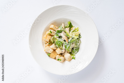 Fotografía caesar salad isolated