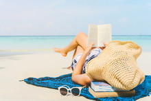 Summer Beach Holiday Woman Reading A Book On The Beach In Free Time .