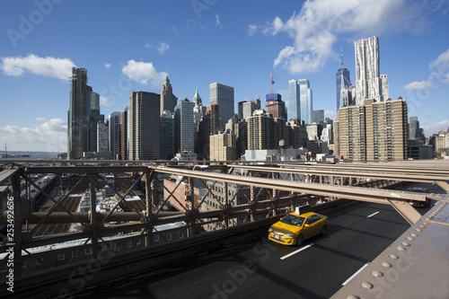 Staande foto New York TAXI The Brooklyn bridge with a yellow cab and Manhattan in the background.