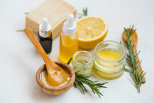 Natural Skincare Ingredients W...