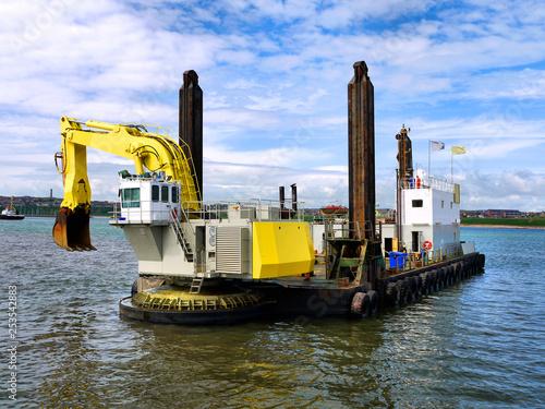Valokuvatapetti Backhoe Dredger beginning dredging operation.