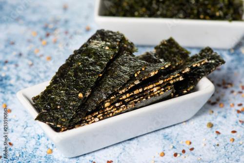 Fototapeta seaweed and crispy rice snacks