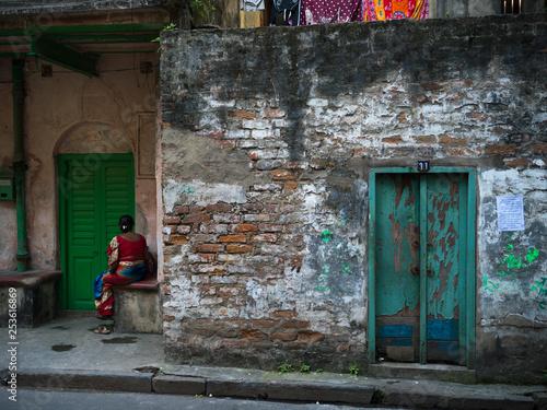 Photo Fa�ade of a run-down building, Kolkata, West Bengal, India