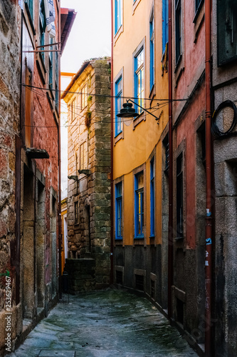 Fototapety, obrazy: Small Alleys with Colorful Houses in Ribeira Porto Portugal