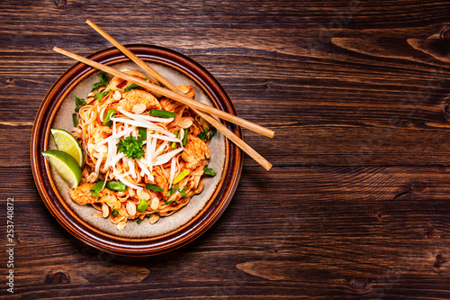 Photo  Pad thai - grilled meat and noodles