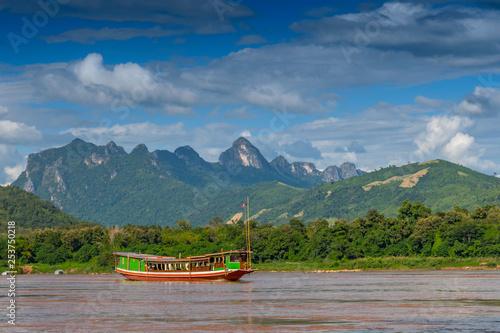Foto  Tourist river boat on the Mekong River, Luang Prabang, Laos, Asia