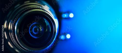 Fotografía  The camera lens and blue backlighting
