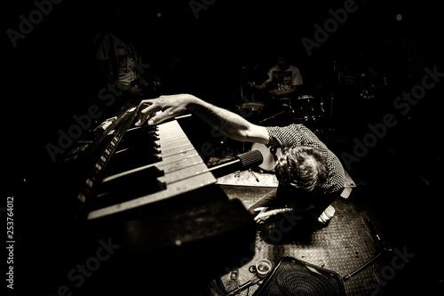 Valokuva  Musician playing the piano dramatically