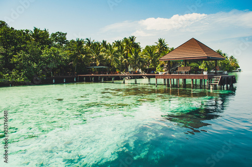 Pier for boat at a tiny amazing and romantic island in Maldives in Laccadive sea Fototapet