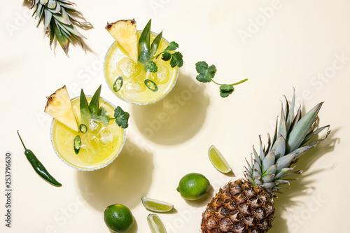 Fotomural Pineapple jalapeno margarita summer cocktail