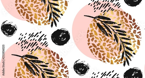 Foto auf Gartenposter Künstlich Hand drawn vector seamless textured round golden pattern with painted scratched texture