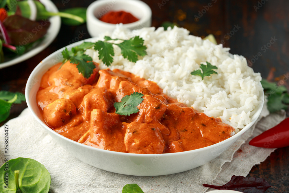 Fototapety, obrazy: Chicken tikka masala curry with rice and naan bread