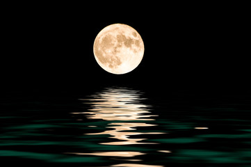 Fototapeta Do sypialni moon over water