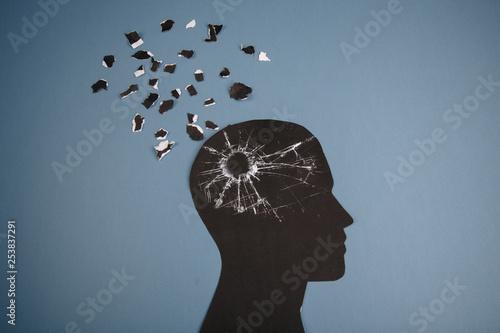 Fotografia Brain disorder symbol presented by human head made form paper