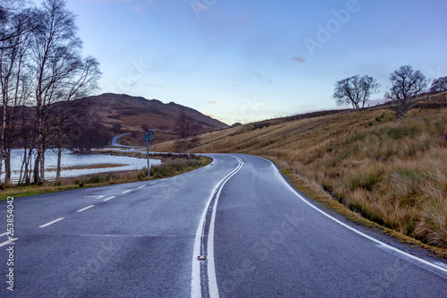 Canvas A mountain wet Scottish twisty road along a lake with a superb blue sky