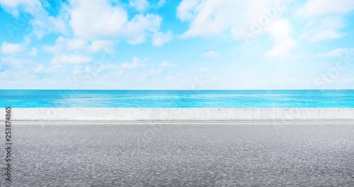 Foto auf AluDibond Licht blau Empty asphalt road with sea and sky for mockup