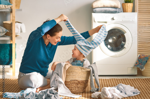 Photo family doing laundry