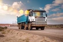Camion Benne Sur Le Chantier En Gros Plan