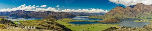 Photo Rocky Mountain and Diamond Lake in the Mt Aspiring National Park, Wanaka, New Ze