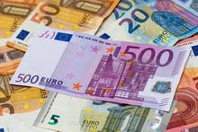 Billet De 500 Euros Parmi Des Billets De 50, 20, 10 Et 5 Euros