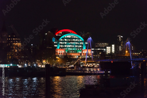 Платно Illuminated Charing Cross railway station building in Christmas colours and Hung