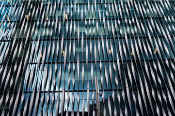 Abstrakcjonistyczny architektoniczny szczegół z futurystycznym metalu ściany projektem