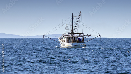 Fotografia Fishing Trawler at Sea, Port Stephens, NSW, Australia