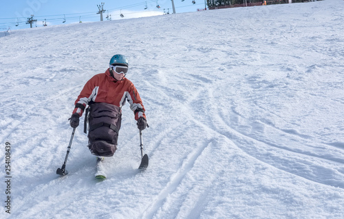 Fotografía Wheelchair athlete and Winter Sport, handicapped person and Mono Ski, disabled a