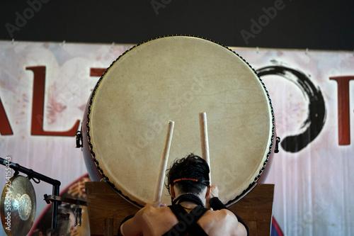 Fotografía Japanese drummer in action