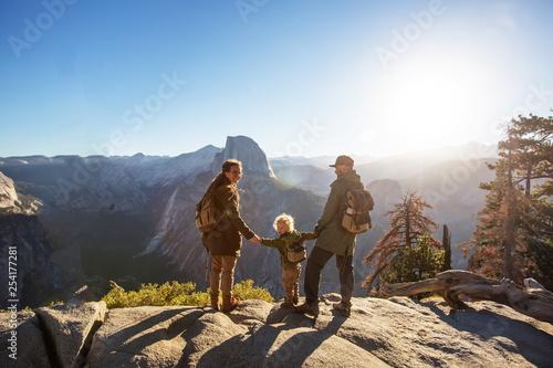 Fotografia  Happy family visit Yosemite national park in California