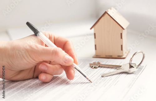 Cuadros en Lienzo  mortgage and housing rent