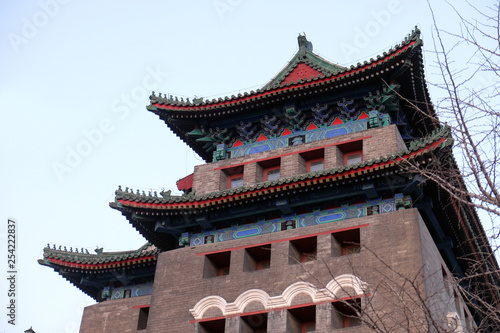 In de dag Beijing Archery Tower of Zhengyangmen is a gate in Beijing's historic city wall situated to the south of Tiananmen Square and once guarded the southern entry into the Inner City