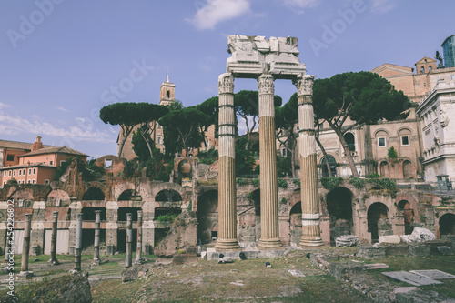 Fotografía  Panoramic view of temple of Venus Genetrix is ruined temple and forum of Caesar