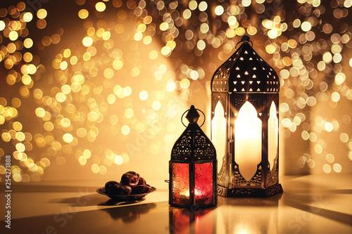 Stampa su Tela  Ornamental Arabic lanterns with burning candles