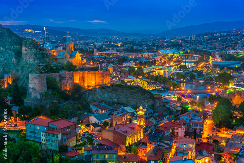 Photo sur Aluminium Mexique Panoramic view of Tbilisi, Georgia after sunset