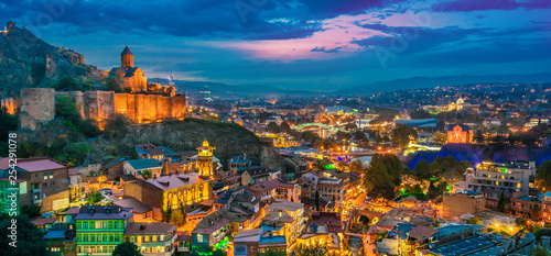 Poster Turquie Panoramic view of Tbilisi, Georgia after sunset