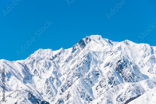 白馬村の雪山と青空の雪景色 Wallpaper Mural